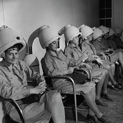 Waac Officers At A Beauty Parlor Art Print by Toni Frissell