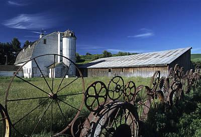 Granary Photograph - Wagon Wheel Barn by Latah Trail Foundation