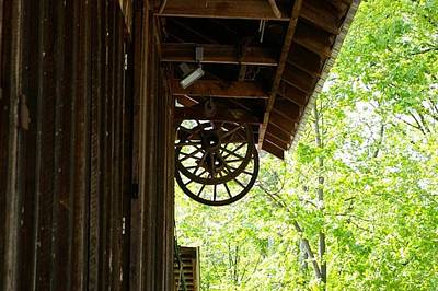 Photograph - Wagon Wheel by Elizabeth King