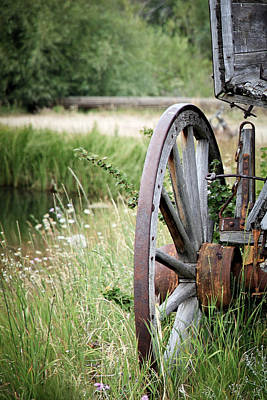 Photograph - Wagon Wheel In Grass by Athena Mckinzie