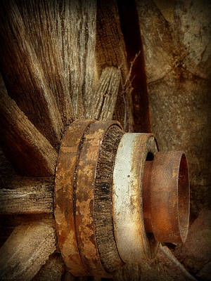 Photograph - Wagon Wheel by Lucinda Walter