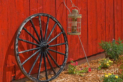 Photograph - Wagon Wheel by Richard and Ellen Thane