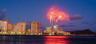 Photograph - Waikiki Diamond Head Firework by Tin Lung Chao