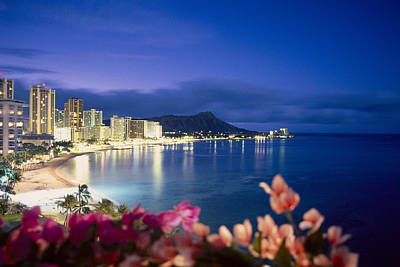 Hawaii Wall Art - Photograph - Waikiki Twilight by Tomas del Amo - Printscapes