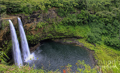 Photograph - Wailua Falls by Richard Lynch