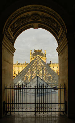 Photograph - Waiting For The Louvre To Open by Georgia Mizuleva