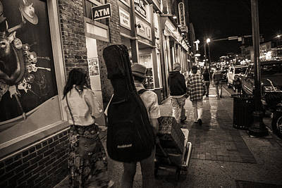 Photograph - Walking In Music City by John McGraw