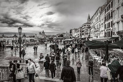 Photograph - Walking In Venice by Roberto Pagani