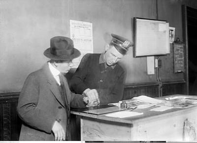 Wartime Fingerprinting, 1917 Print by Science Photo Library