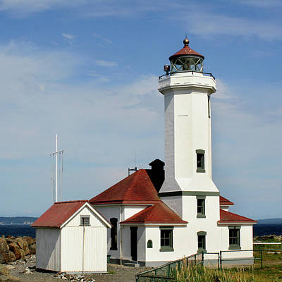 Red Roof Photograph - Washington Lighthouse by Art Block Collections