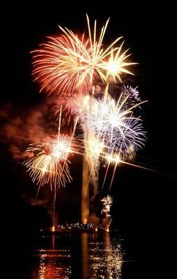 Washington Monument Fireworks 2 Art Print by Stuart Litoff