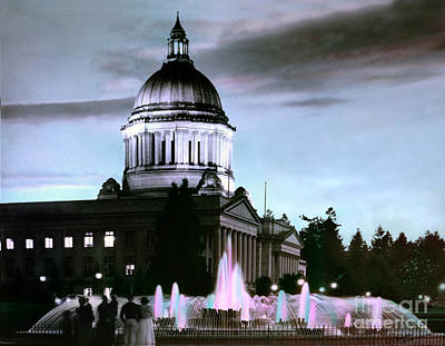 Photograph - Washington State Capitol Tivoli Fountain 1950 by Merle Junk