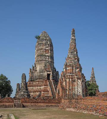 Photograph - Wat Chaiwatthanaram Central Prang And Side Chedi Dtha0183 by Gerry Gantt