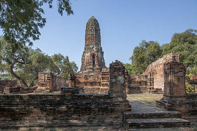 Photograph - Wat Phra Ram Great Central Prang And Outer Wall And Vihara Dtha0163 by Gerry Gantt