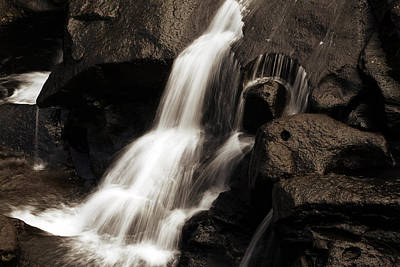 Water Flow Art Print by Les Cunliffe