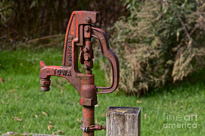 Photograph - Water Pump by William Norton