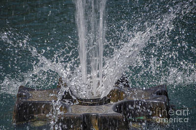 Photograph - Fountain Water Spray by Dale Powell