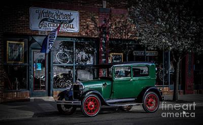 Photograph - Water Street Antique Mall by Ronald Grogan