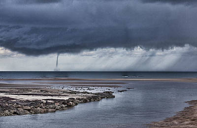 Waterspout Photograph - Waterspout Over The Ocean by Douglas Barnard