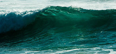 Photograph - Wave 5 by Alistair Lyne