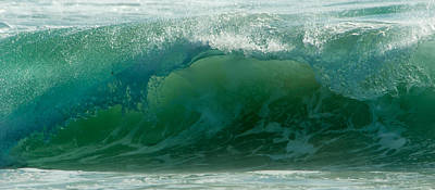 Photograph - Wave 6 by Alistair Lyne