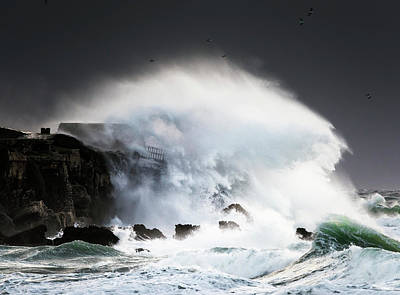Photograph - Wave Crashing Into Shore And Splashing by Ben Welsh
