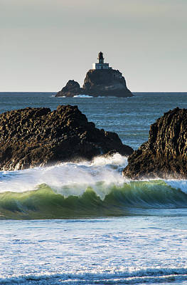 Splashing In The Tide Photograph - Waves Breaking At Ecola State Park by Robert L. Potts