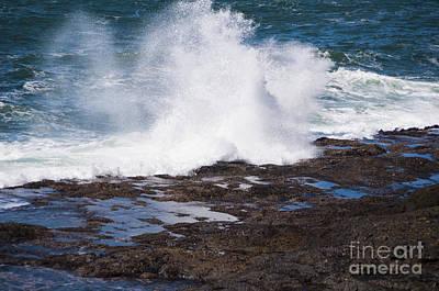 Waves Crashing On The Rocks Art Print