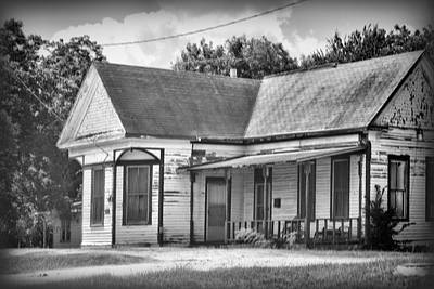 Weathered Old House Bw Art Print by Linda Phelps