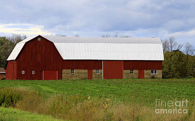 Photograph - Well Kept Barn by Kathy DesJardins