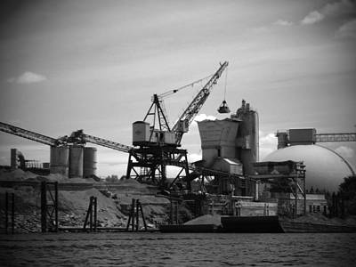 Photograph - Whirley Crane B And W by Sara Stevenson