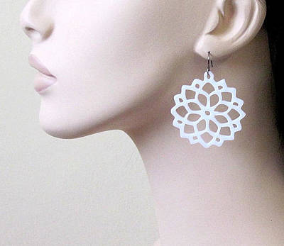 Perspex Jewelry Jewelry - White Flowers In The Sun Earrings by Rony Bank