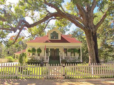 White Oak Manor Jefferson Texas Art Print by Donna Wilson