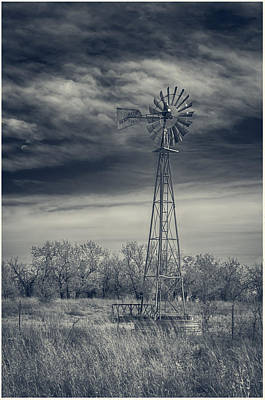Photograph - Wichita Water Pump 7d09434 by Guy Whiteley