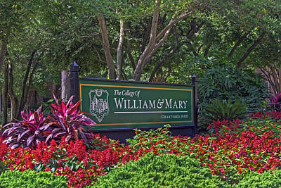 Photograph - William And Mary Welcome Sign by Jerry Gammon