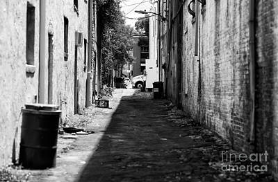 Photograph - Wilmington Alley Mono by John Rizzuto
