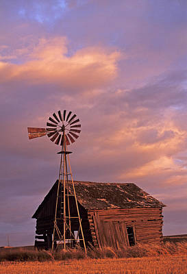 Photograph - Windmill And Barn Sunset by Doug Davidson
