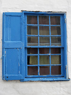 Photograph - window in blue - British style window in a mediterranean blue by Pedro Cardona
