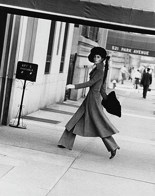 1960s Fashion Photograph - Windsor Elliot Walking Toward An Apartment by Jack Robinson