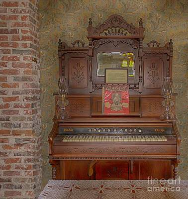 Photograph - Windsor Pump Organ by Liane Wright