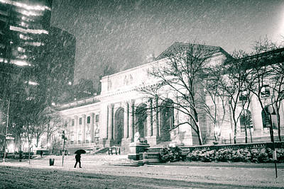 Winter Night In New York City - Snow Falls Onto 5th Avenue Art Print by Vivienne Gucwa