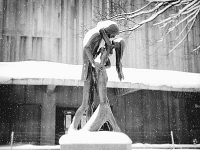 Winter Romance - Romeo And Juliet In The Snow - Central Park - New York City Art Print by Vivienne Gucwa