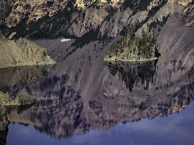 Photograph - Wizard Island At Crater Lake by Gary Neiss
