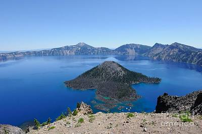 Photograph - Wizard Island Crater Lake Oregon Usa by John Kelly