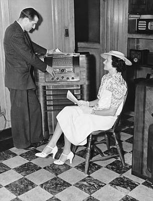 Electronics Photograph - Woman Buying A Radio by Underwood Archives