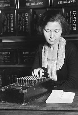 Black Commerce Photograph - Woman Using A Comptometer by Underwood Archives