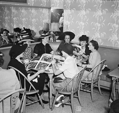 Group Of Women Talking Photograph - Women Fashion Buyers At Lunch by Arthur S. Siegel