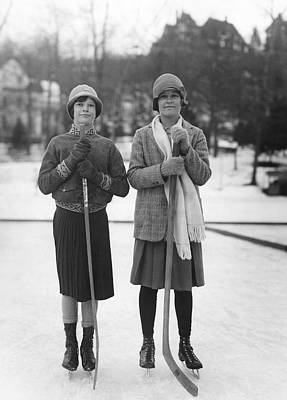 Cold Temperature Photograph - Women Hockey Players by Underwood Archives