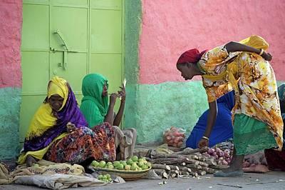Women Traders At A Market In Harar Art Print by Tony Camacho