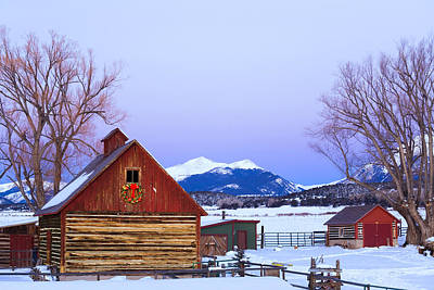 Christmas Holiday Scenery Photograph - Wood Barn Wlighted Holiday Wreath & by Michael DeYoung